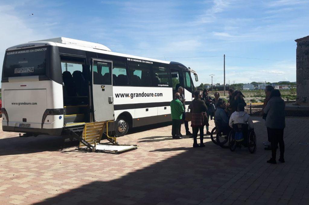 Autobuses con rampa electrica para acceder al interior