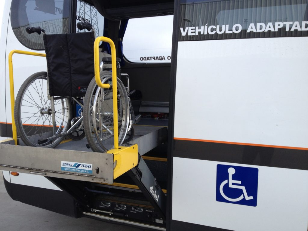 electric ramp to facilitate access with a wheelchair